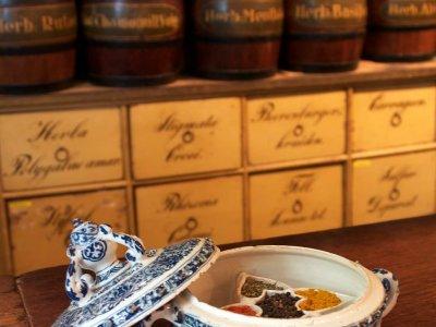 Aronson Antiquairs Ceramic Delft Pottery Of Blue And White Circular Spice Box
