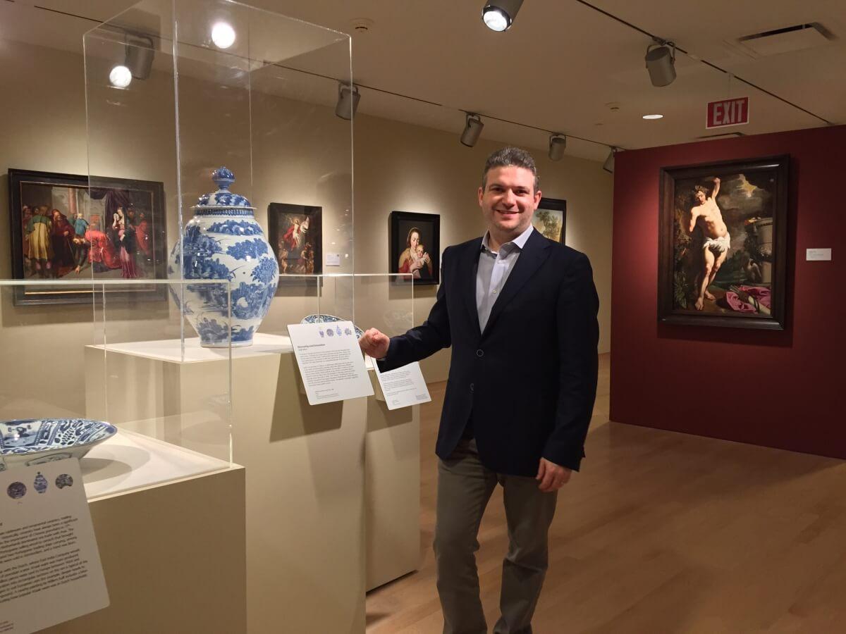 Robert Aronson and a Antique Delftware vase