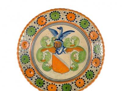 • D1505. Majolica Polychrome Armorial Plate