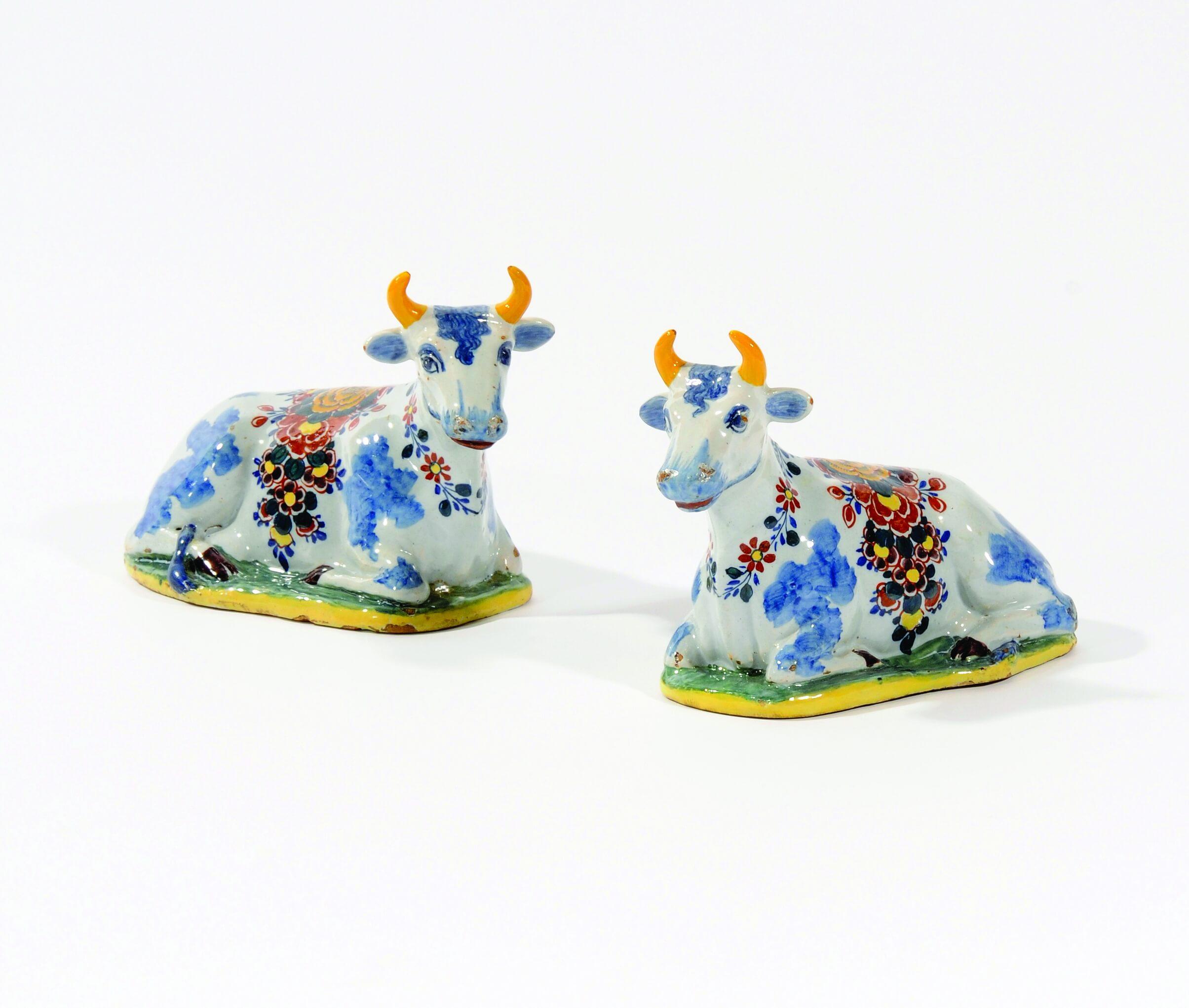 1086 Pair of Recumbent Cows