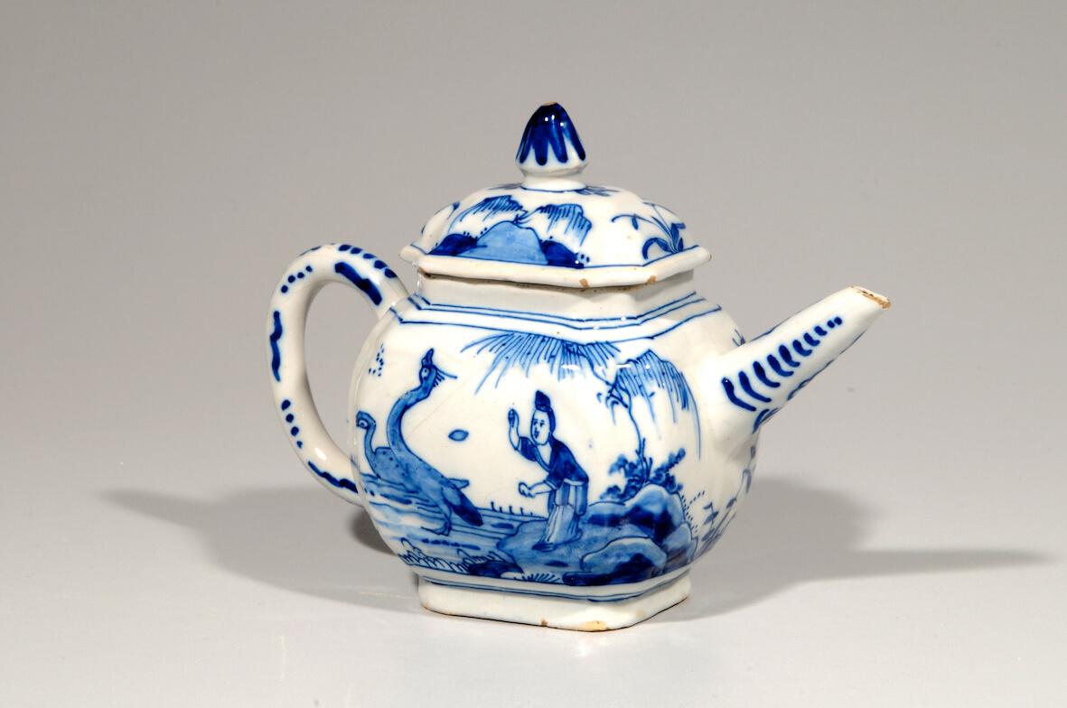 Aronson Chinoiserie antique delftware teapot