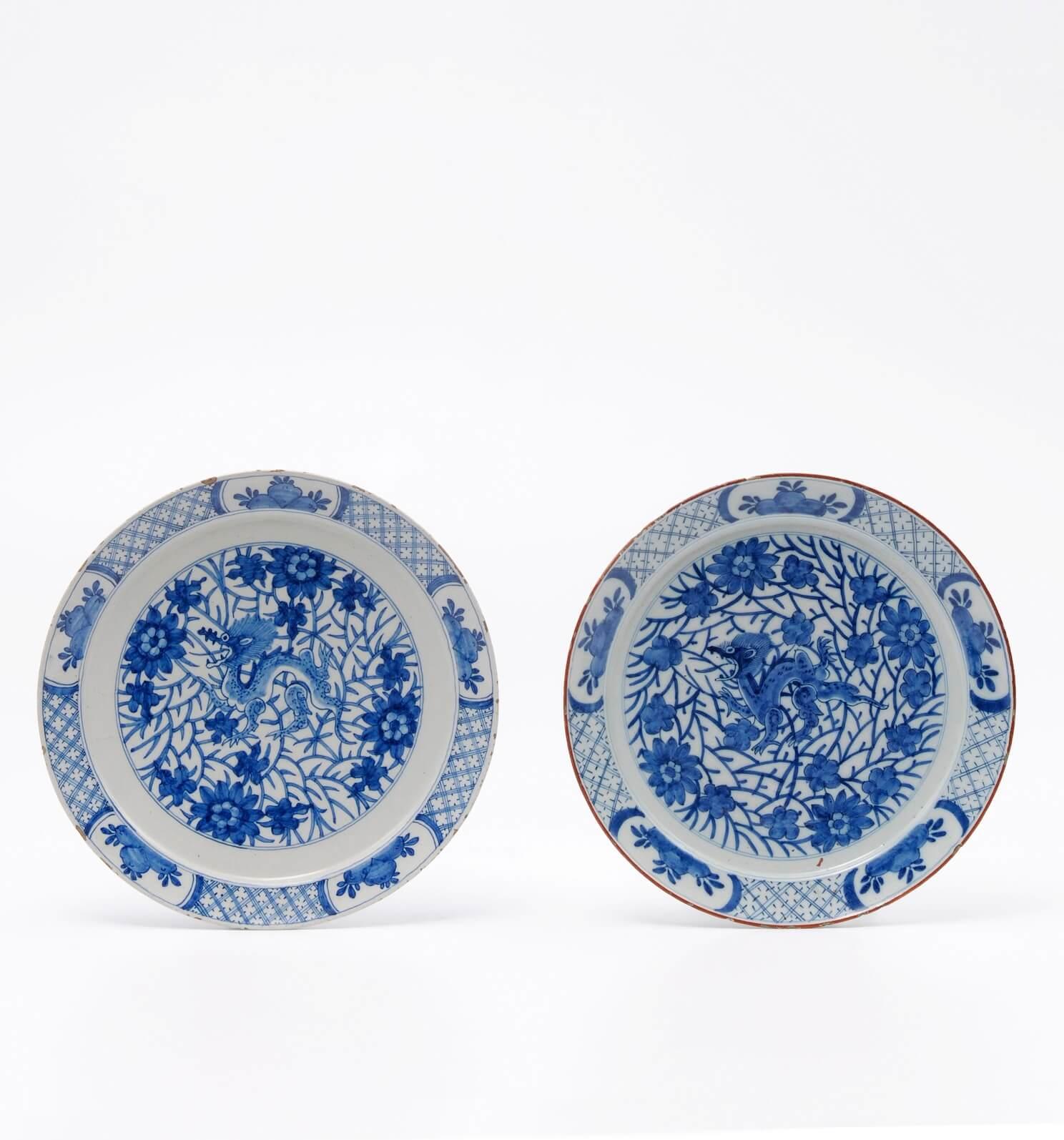 Antique dragon pattern plates delftware at Aronson Antiquairs