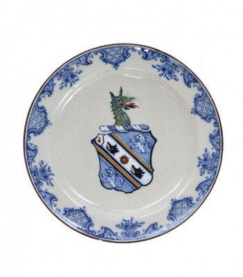 D1367. Polychrome Armorial Plate