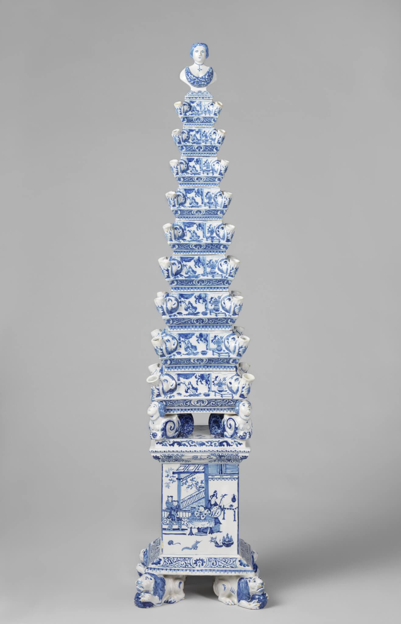 Obelisk vase Delftware