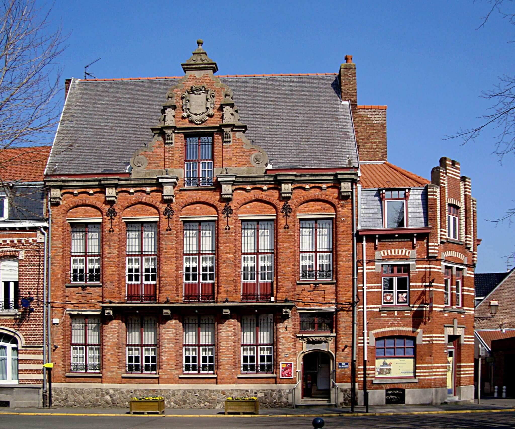 Exterior Musée Benoît-De-Puydt
