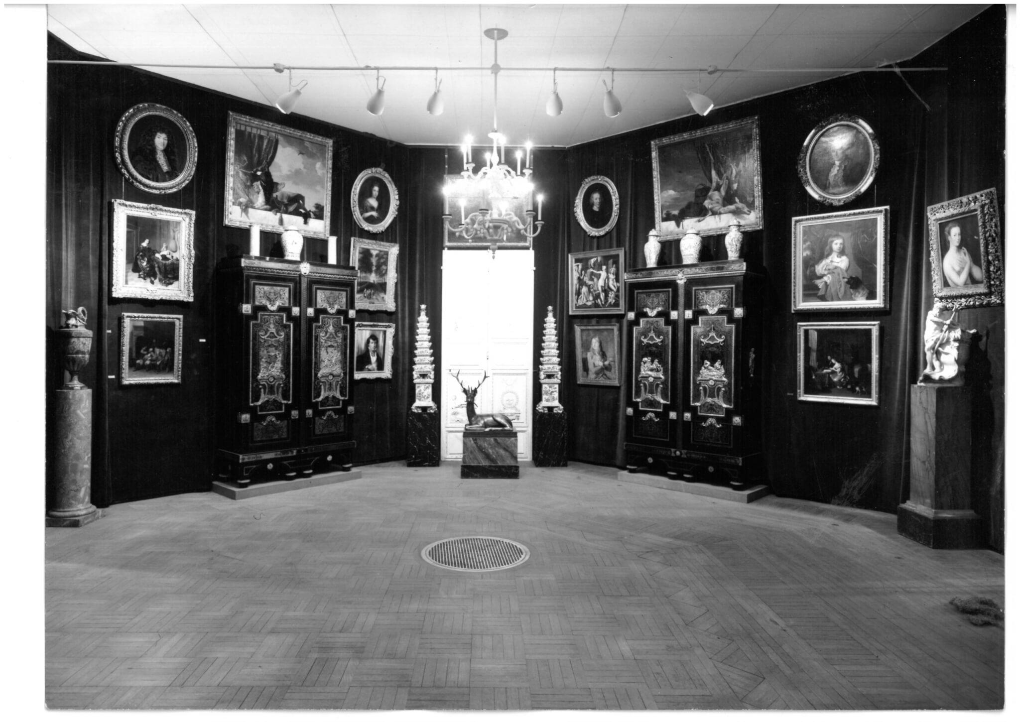 Exhibition Paris 1956, black and white photo